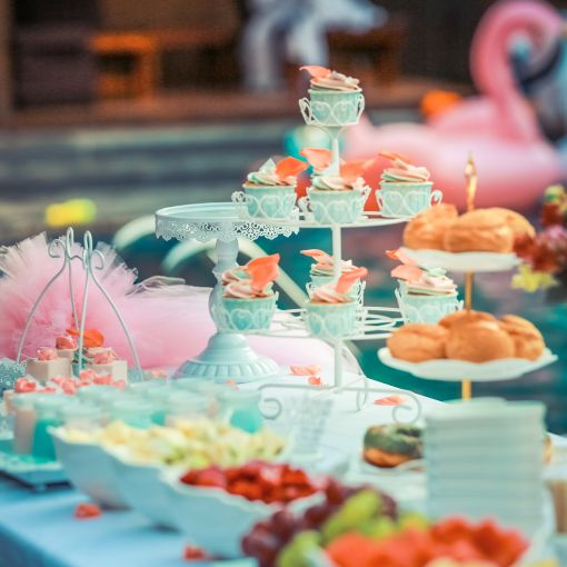 Colorful cupcakes, tips on party planning